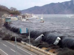 waves-overflow-land-2011-japan-tsunami